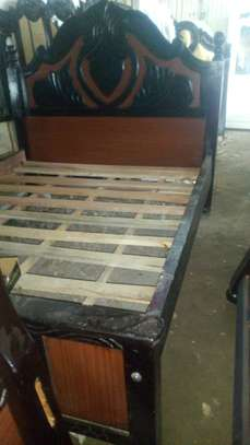 Hardwood engraved and tufted beds image 2