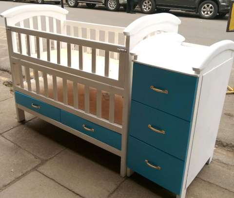 Babycot with chest of drawers image 1