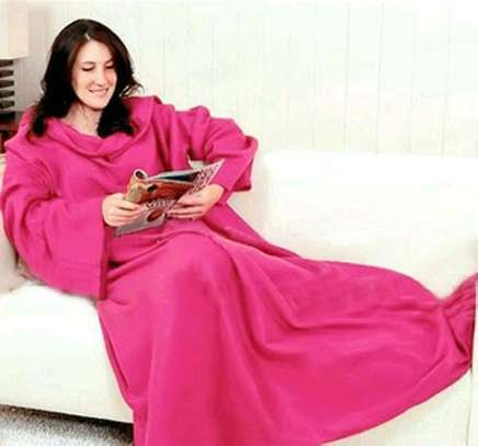 Snuggie beat the cold image 1