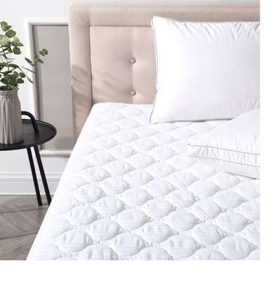mattress protector 4 by 6 white plain image 1