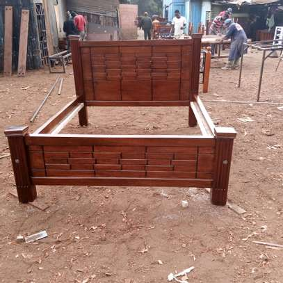 5*6 ft mahogany bed