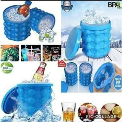 Ice cube maker/Ice cube busket image 1