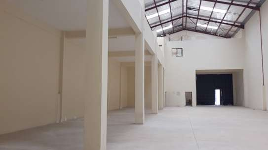10,000 Sq ft WAREHOUSE FOR LET image 3