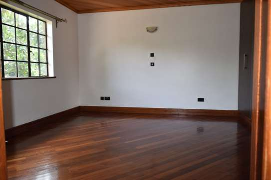 3 bedroom house for rent in Gigiri image 12