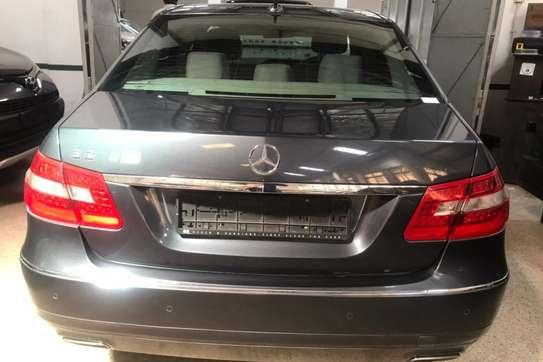 Mercedes-Benz 200E image 1