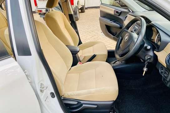 Toyota Axio image 12
