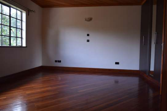 3 bedroom house for rent in Gigiri image 6