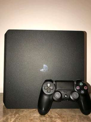 PS4 Slim- pre owned