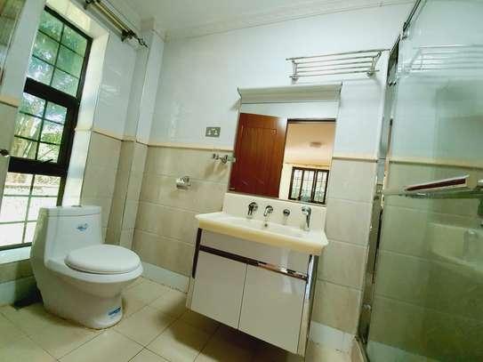4 bedroom house for rent in New Kitusuru image 6