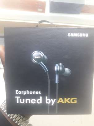 type C earphones image 1