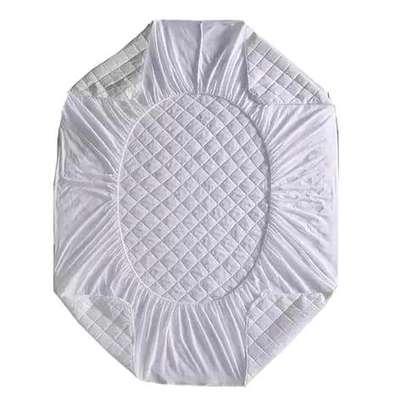 White matress protector   5*6 image 1