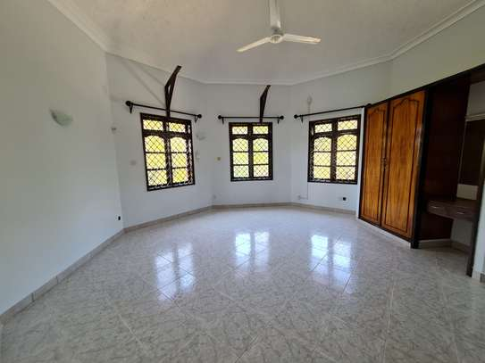 4 bedroom house for rent in Nyali Area image 8