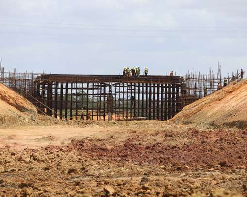 Commercial First Row Dongo Kundu Bypass Plot image 7