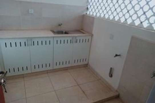 Furnished 3 bedroom apartment for rent in Rhapta Road image 12
