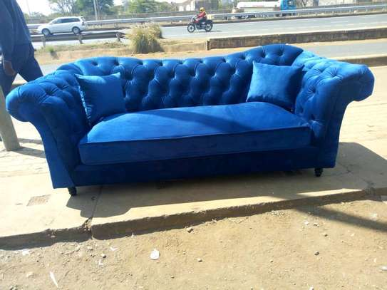 New classy designed Chesterfield sofa image 1
