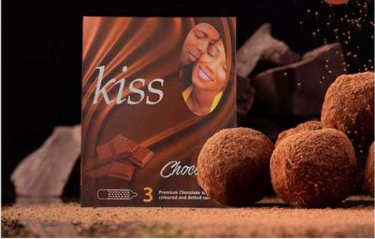 Kiss Strawberry Flavoured & Ribbed Condoms- 72 pack image 2
