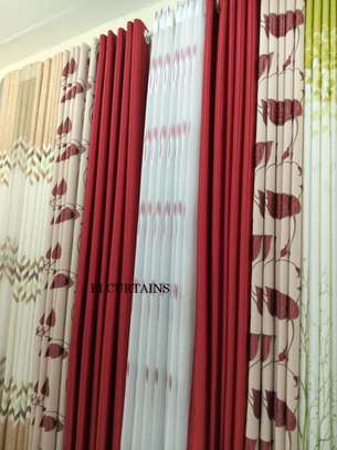 curtains and curtain blinds. image 1