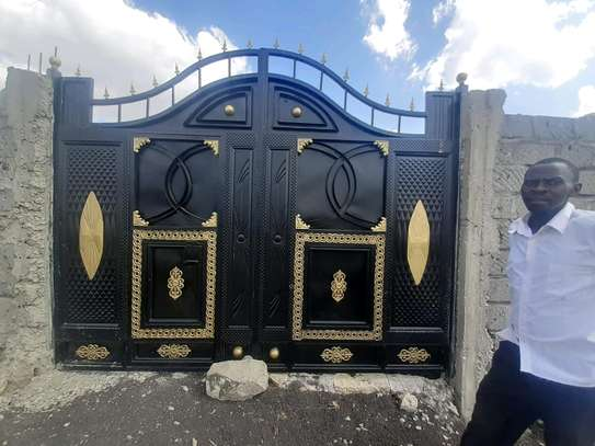 Modern gates image 1
