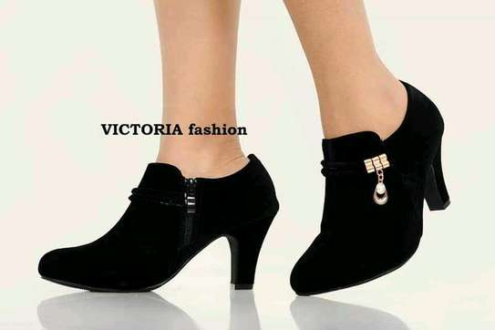 high heel shoes image 3