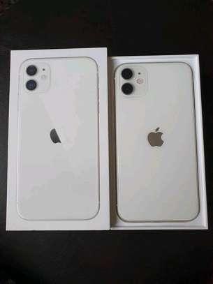 Apple Iphone 11 White 256 Gigabytes image 1
