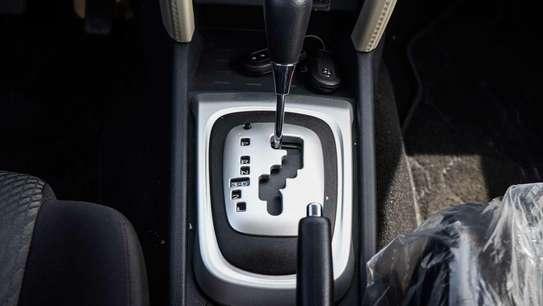 Toyota Rush image 9