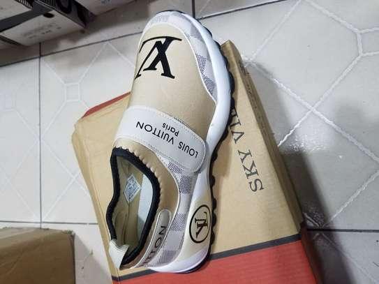Louis Vuitton (BEI ZIMESHUKA)!! GRAB IT image 5