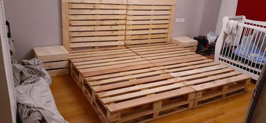 Elegant pallet bed/pallet bed/king size bed/pallet furniture image 2