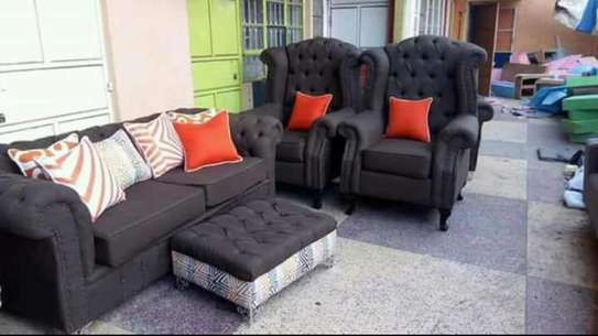 Chesterfield sofa with puff