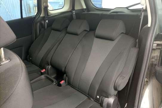 Nissan Wingroad image 3