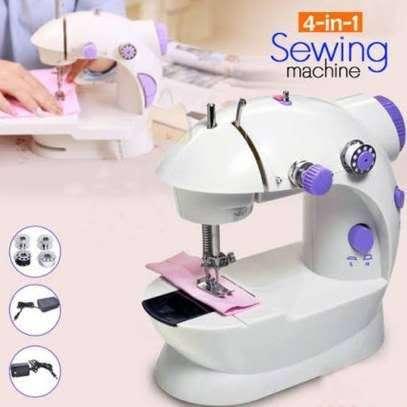 .Mini sewing machine