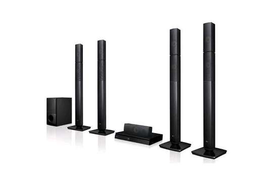 LG 5.1CH DVD hometheater system 4tall boys LHD657 available new and sealed image 1