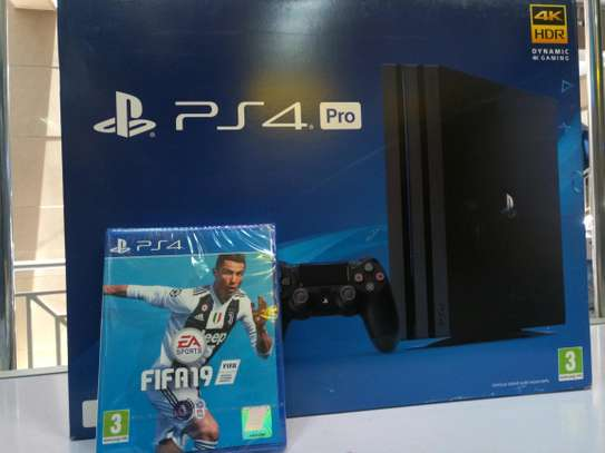 Ps4 Pro 1TB + Fifa 19 game image 1