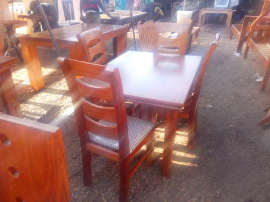 4seater dinning table