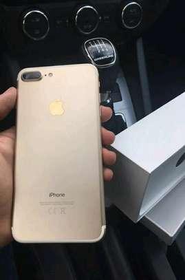 Apple Iphone 7 Plus Gold 256 Gigabytes Smartphone image 1