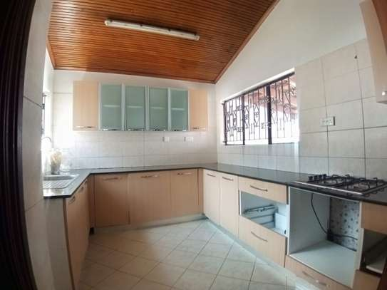 4 bedroom townhouse for rent in Kilimani image 5