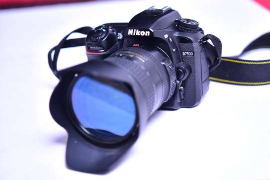 Nikon D7500 With 18-200 zoom Lens + 4k video Good as brand new image 6