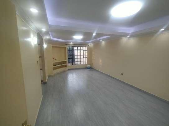 newly refurbished 4  bedroom maisonette plus sq image 3