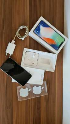 Apple Iphone x Silver 256 Gigabytes & Airpods image 2
