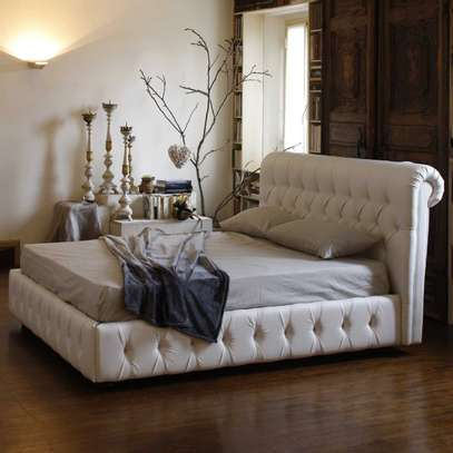 1823 Full Tufted Bed image 2