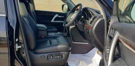 Toyota Land Cruiser 200 4.6 ZX image 4