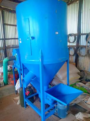 1 tonne Feed mill and Mixer for Sale