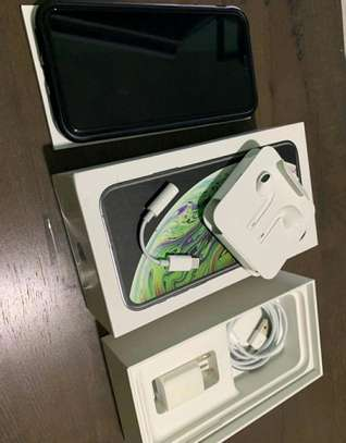 Apple Iphone Xs Max / 512 Gigabytes / Black And Wireless Airpods image 2