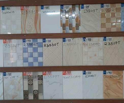 Wall tiles size 200 by 300mm( covers 1.50m²) image 2