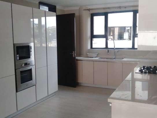Riverside - Flat & Apartment image 8