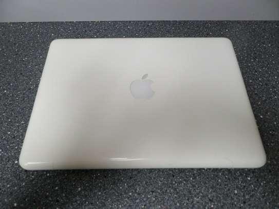 "Apple MacBook 13"" Core 2 Duo 2.4GHz, 4GB Ram, 250GB HD - White image 3"