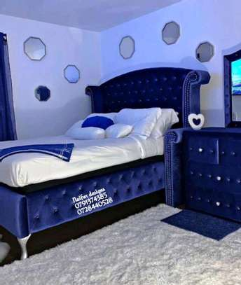 Blue tufted beds/Classic beds image 1