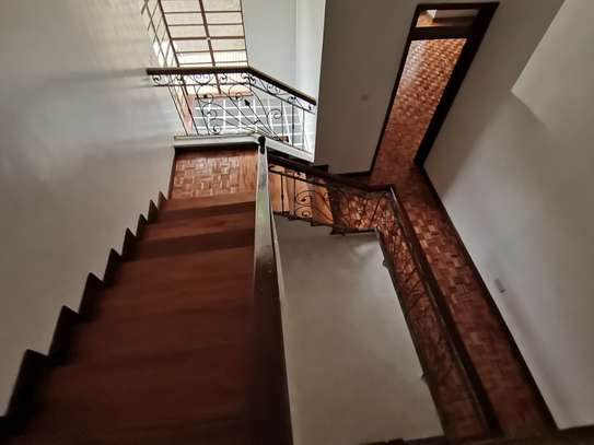 Magnificent 5 bedroom townhouse with dsq image 4