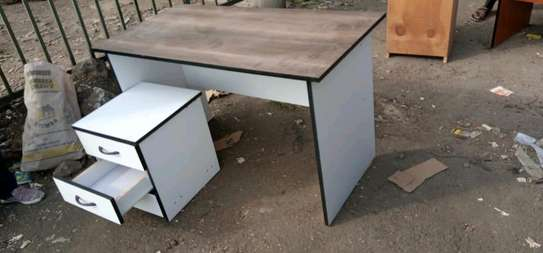 4ft Office Desk with removable drawers image 3