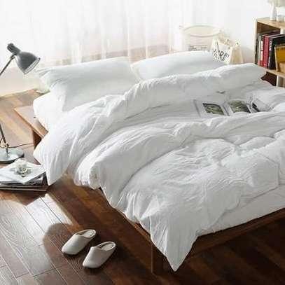 white quilt /Duvets image 1