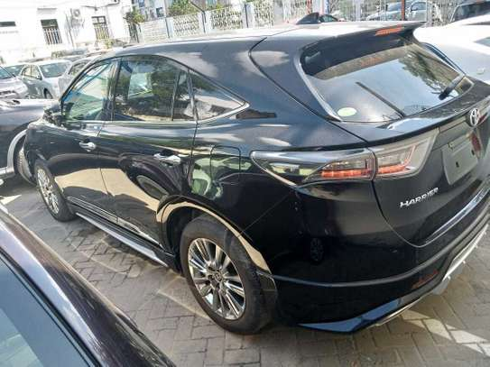 Toyota Harrier image 6